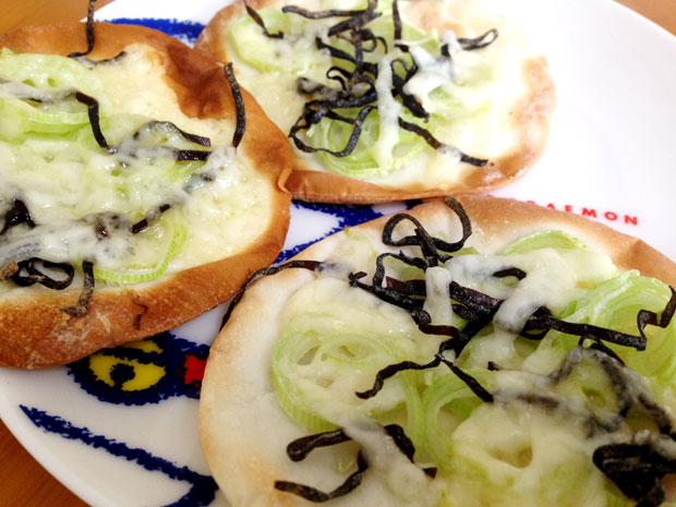 塩昆布と餃子の皮で作る和風ピザは絶妙な塩加減で絶品!