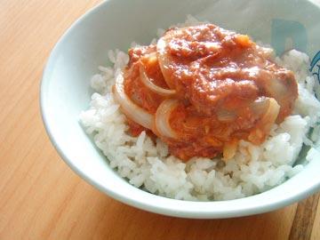 トマト味のコンビーフ丼