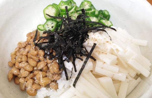 納豆・オクラ・長芋のネバネバ三色丼で胃腸を守って夏バテ予防